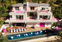 Hold the Damn Phone-You Can Airbnb * the * Barbie Malibu Dreamhouse pour seulement 60 $ la nuit